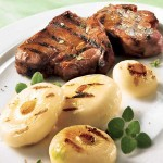 Côtelettes d'agneau et oignons cipollinis caramélisés