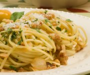 Linguine with Walnuts, Parsley and Garlic Oil Sauce
