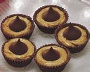 Chocolate Fluted KISSES Cups