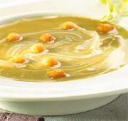 Potage courgette-oignons au fromage frais et poivre noir
